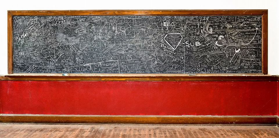 Old Chapel chalkboard signed by 100s of alumni following the death of George Parks